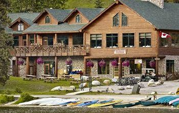 Coast Pyramid Lake Resort