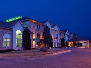 ‪La Quinta Inn & Suites Milwaukee Delafield‬