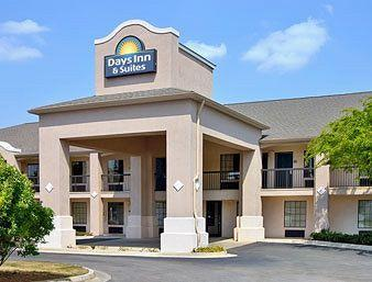 Days Inn & Suites Fort Valley