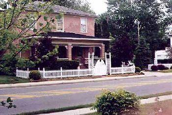 Photo of Rose Gate Cottage Bed and Breakfast Findlay