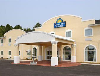 Photo of Days Inn & Suites Swainsboro