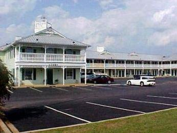 Deluxe Inn And Suites