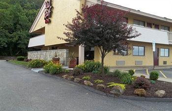 Red Roof Inn St. Clairsville