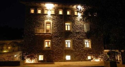 Moli Blanc Hotel