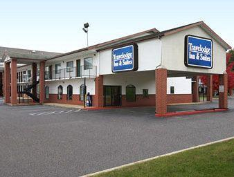 Travelodge Inn & Suites Fayetteville
