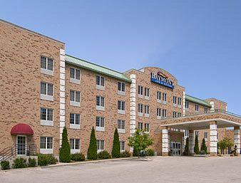 Comfort Inn & Suites. Grafton-Milwaukee
