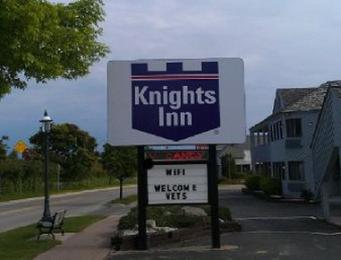 ‪Knights Inn Mackinaw City‬