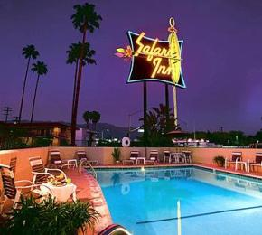 ‪Safari Inn‬