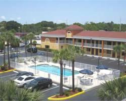 Photo of Howard Johnson Express Inn & Suites - South Tampa / Airport