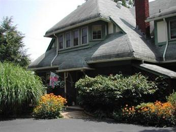 Corner Oak Manor Bed & Breakfast