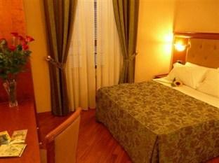 Photo of Hotel Serana Rome
