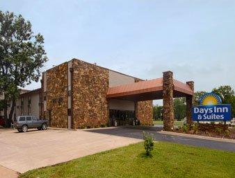 Photo of Days Inn & Suites Coffeyville