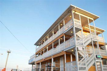 Boardwalk Seaport Inn