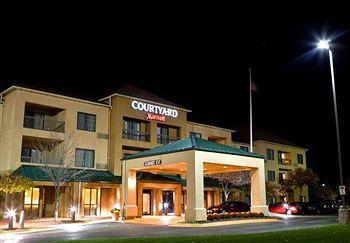 ‪Courtyard by Marriott Akron Montrose‬