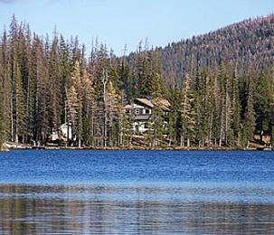 Cathedral Lakes Lodge