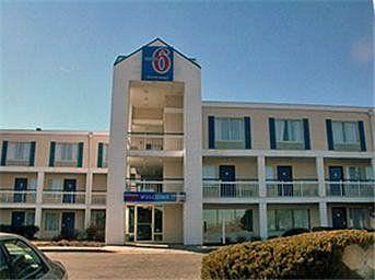 Motel 6 Rockford