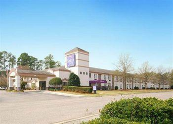 ‪Sleep Inn & Suites Near Ft. Bragg‬