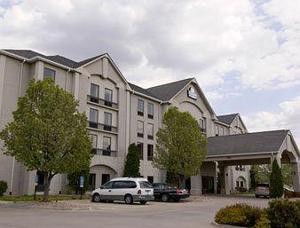Photo of Days Inn & Suites Cedar Rapids