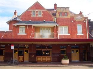 Photo of Captain Cook Hotel Brighton le Sands