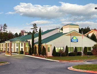 ‪Days Inn and Suites Norcross‬
