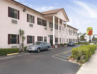 Super 8 Motel - Pompano Beach