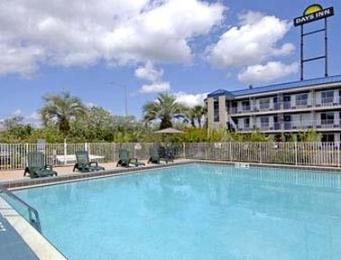 Days Inn Tampa - North of Busch Gardens