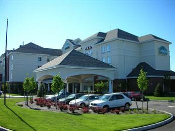 La Quinta Inn & Suites Islip MacArthur Airport