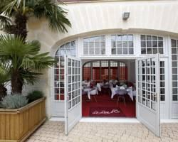 Photo of Hotel Restaurant Le Lion d'Or Gemozac