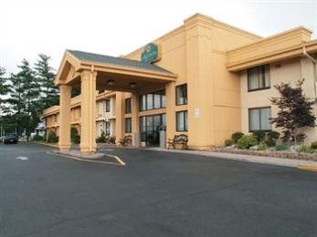 La Quinta Inn & Suites Wayne