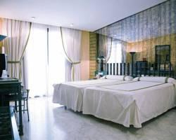 Tryp Medea Hotel