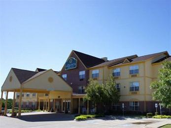 Photo of La Quinta Inn &amp; Suites Dallas Mesquite