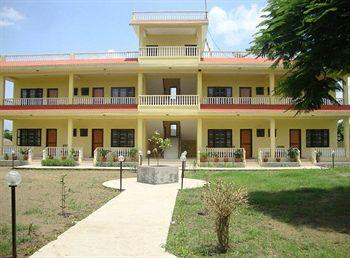 Photo of Hotel Rainforest Sauraha