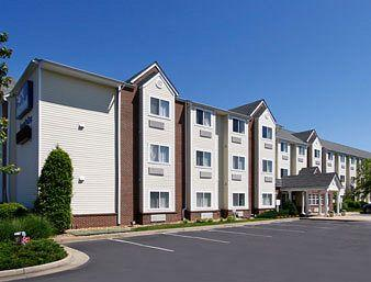 ‪Microtel Inn & Suites by Wyndham Richmond Airport‬