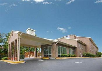 Photo of Econo Lodge  Inn &amp; Suites Ft. Jackson Columbia