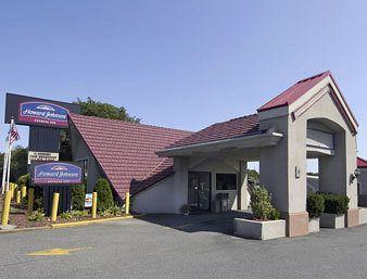 Photo of Howard Johnson Express Inn - New Brunswick