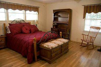 Brazos Oaks Bed & Breakfast
