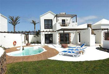 Photo of Heredad Kamezi Villas Playa Blanca