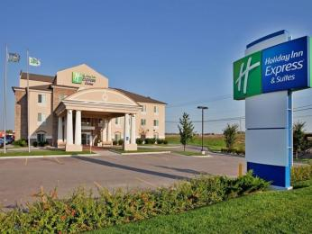 ‪Holiday Inn Express & Suites Wichita Airport‬