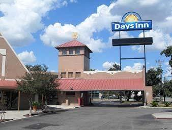 ‪Days Inn San Antonio/Coliseum/AT&T Center‬