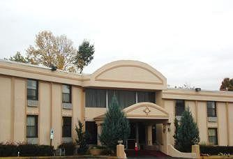 Photo of Town House Inn & Suites Elmwood Park