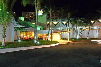 Best Western Plus on the Bay Inn & Marina