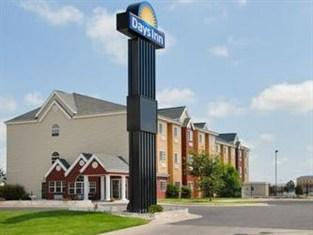 Days Inn And Suites Hutchinson