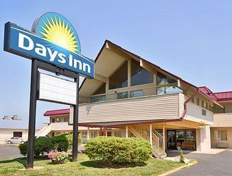 ‪Days Inn - Iowa City Coralville‬
