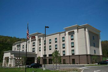 Photo of Hampton Inn & Suites Warren