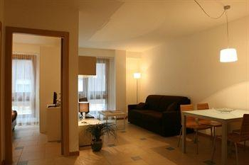 Aparthotel Lacroma