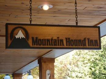 ‪Mountain Hound Inn‬