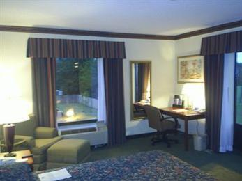 Holiday Inn Express Hotel & Suites - Clev