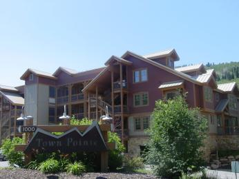 Town Pointe Condominiums