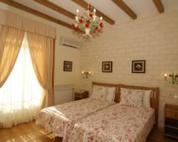Hostal Adria Santa Ana
