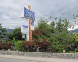 Pass Motor Inn